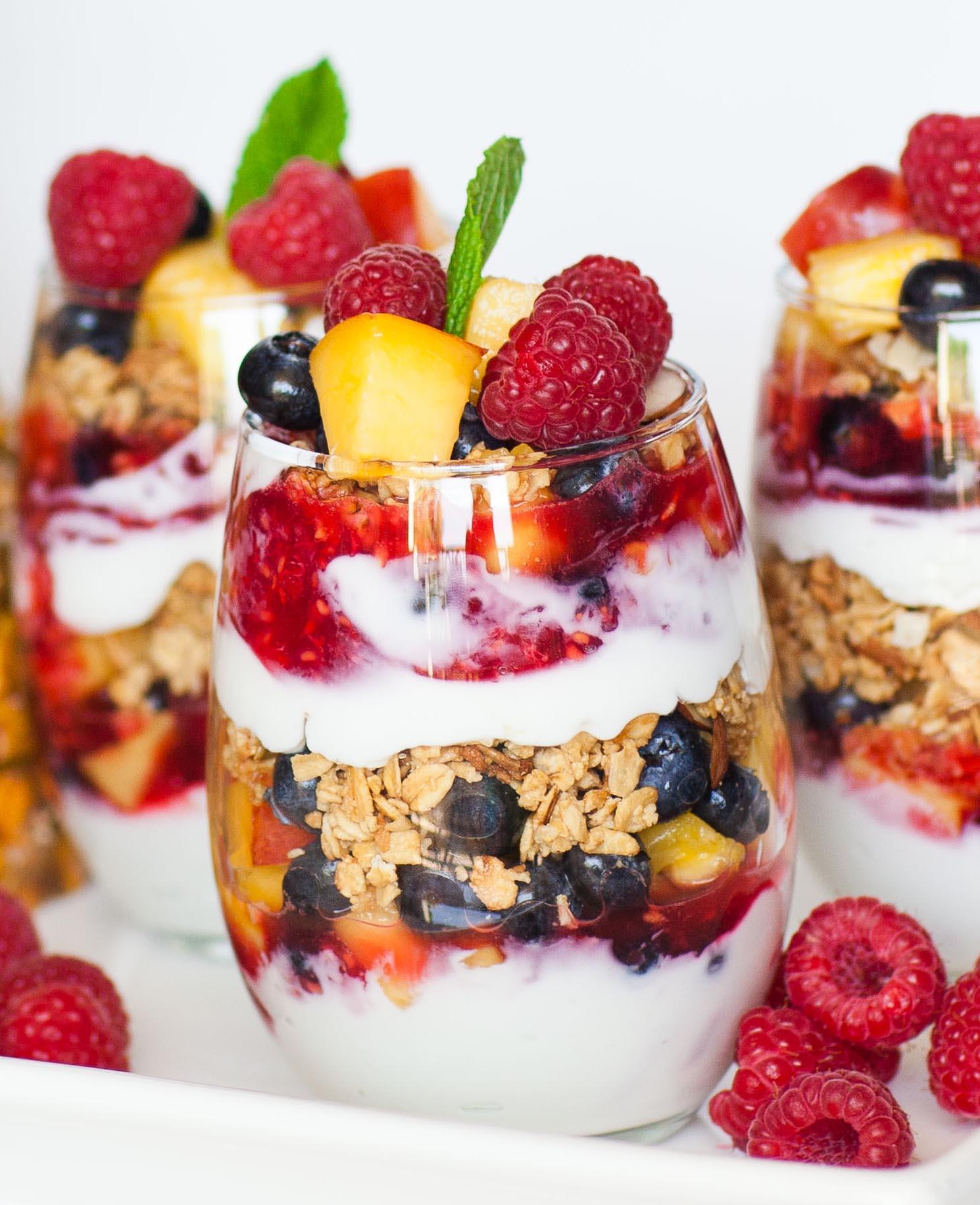 Copo de salada de frutas (Foto: Reprodução Tatyanas Everyday Food)