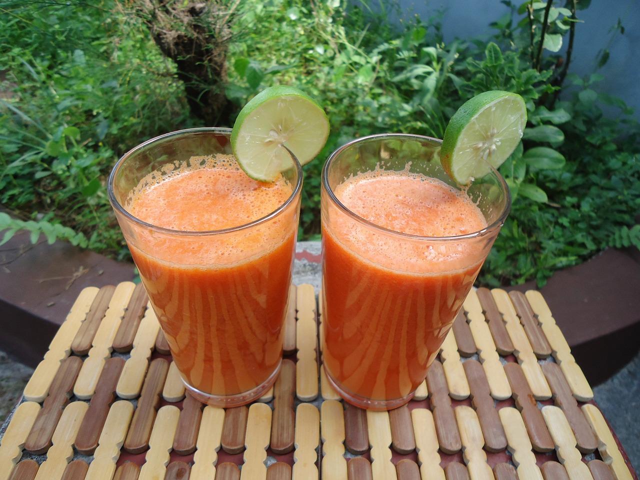 Suco de cenoura com laranja e limão